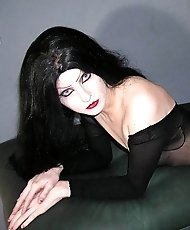 Vampire chick in pantyhose